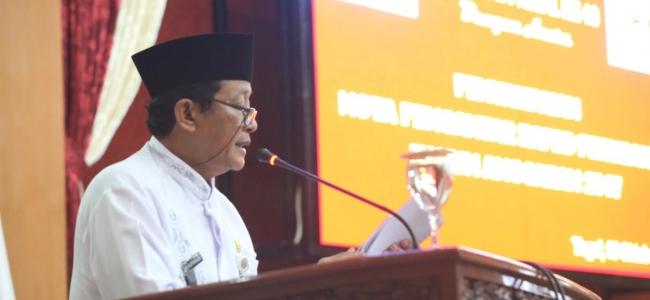 Pemkot Serahkan Nota Pengantar Perubahan APBD II 2017