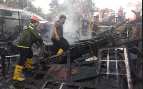 Tak Tahu Arang Pembakaran Masih Menyala, Satu Rumah Terbakar